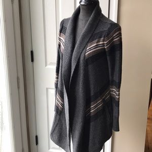 Women's open-front cardigan with pockets!